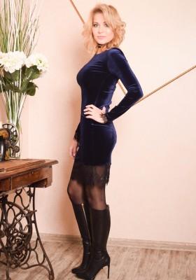 c2889f80a15 Короткое платье футляр с кружевом и длинным рукавом Лола синий бархат