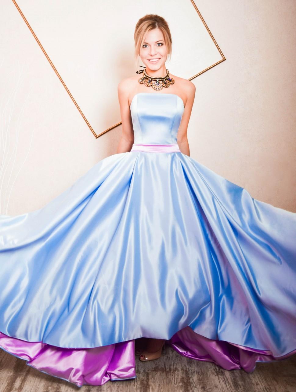 bdc76e40f799470 Купить атласное платье в пол без рукавов элина голубое в интернет ...