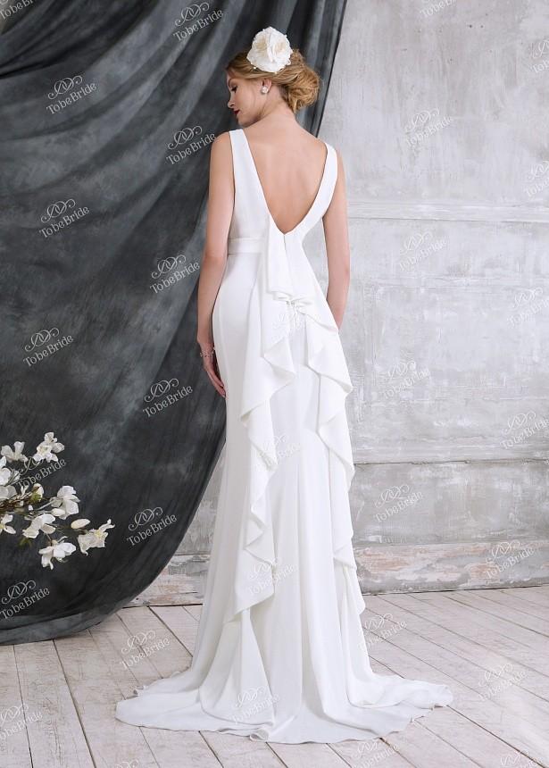 73d8b08300b Купить платье с длинным шлейфом сзади без рукавов и открытой спиной ...