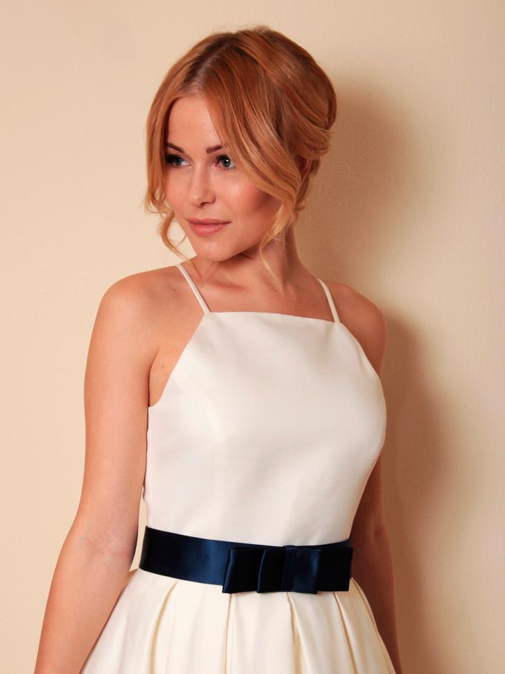 67b69cd37833c7f Купить коктейльное платье на бретелях келли, с поясом, молочное в ...