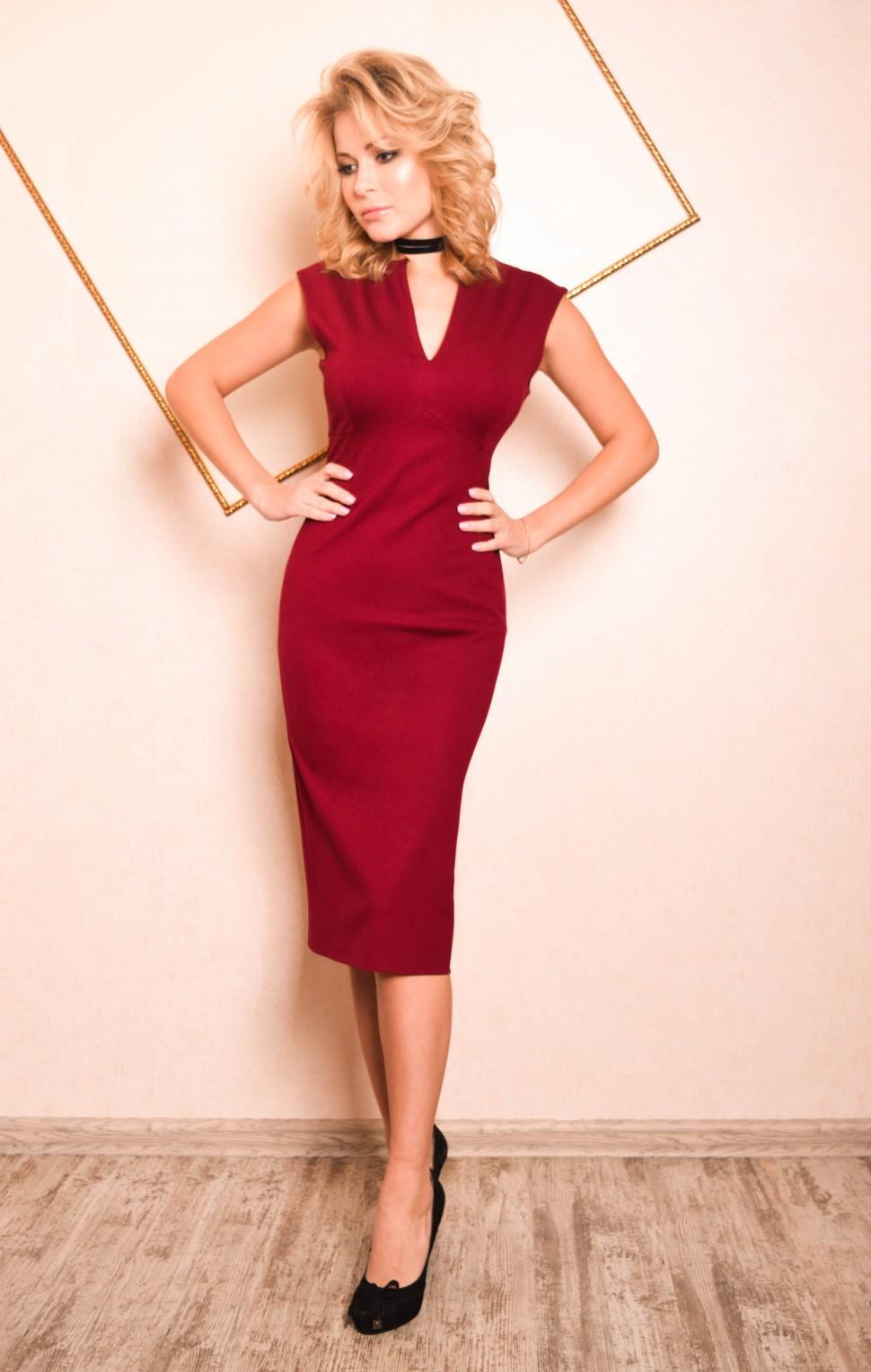 b77f4c16d1a Купить платье футляр с вырезом люсия бордовое в интернет магазине ...